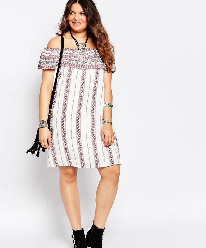 97b82ec32f1e2d1 ... на помощь приходит актуальный современный тренд – платья с открытой  зоной декольте, оголенными плечами, которое выглядит кокетливо и очень-по- летнему.