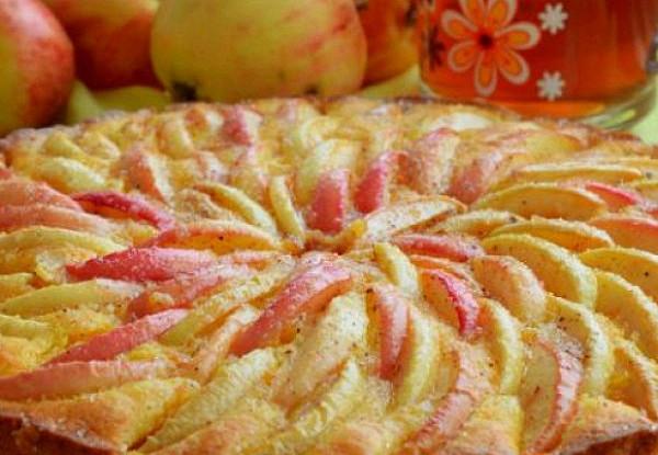 Шарлотка с яблоками для здорового питания и похудения