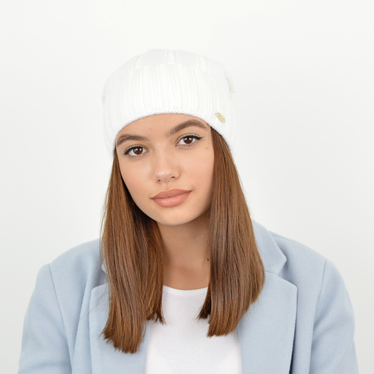 Популярные модели белых женских шапок