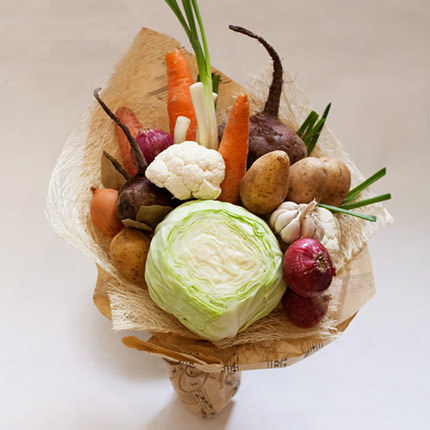 Овощной и цветочный букет для мужчин и женщин