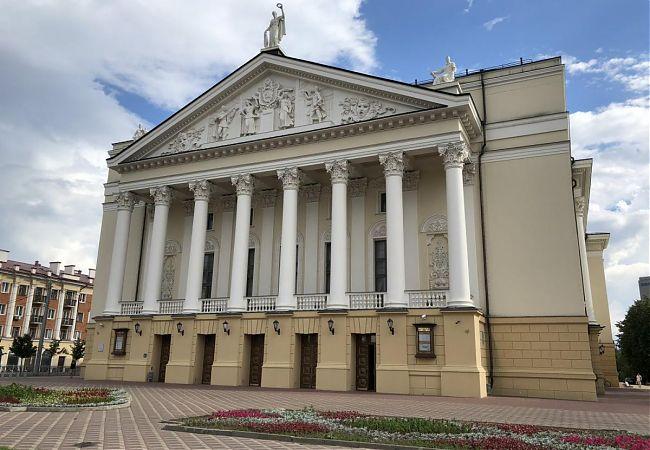 Вечная популярность театров