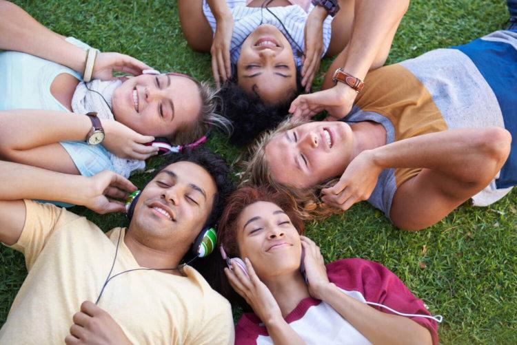 Что делать на отдыхе? Прослушивание музыки