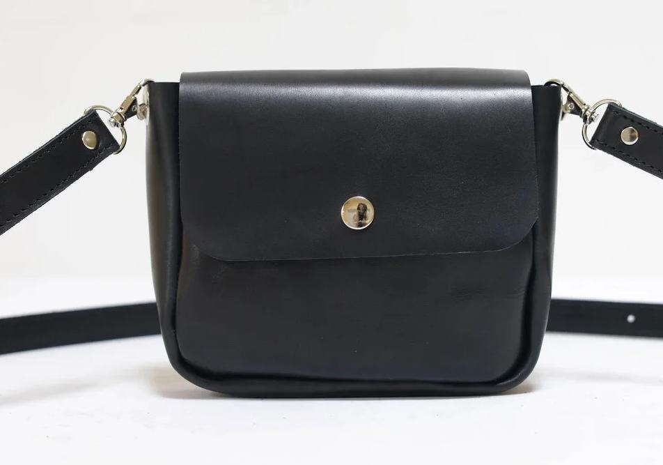 Маленькая кожаная женская сумка через плечо: рекомендации по выбору