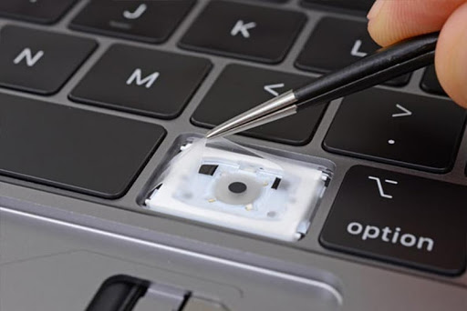 Услуги сервисного центра - Замена кнопок на Macbook в Киеве