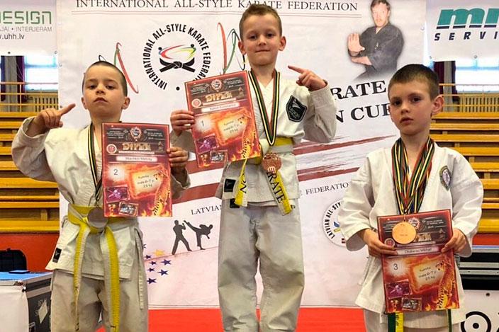 Занятия по дзюдо и карате для мальчиков и девочек от 4-х лет