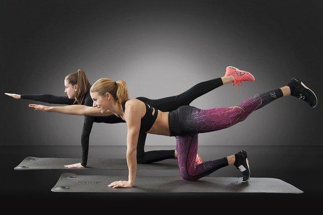 Как накачать упругую попу: советы фитнес-инструктора
